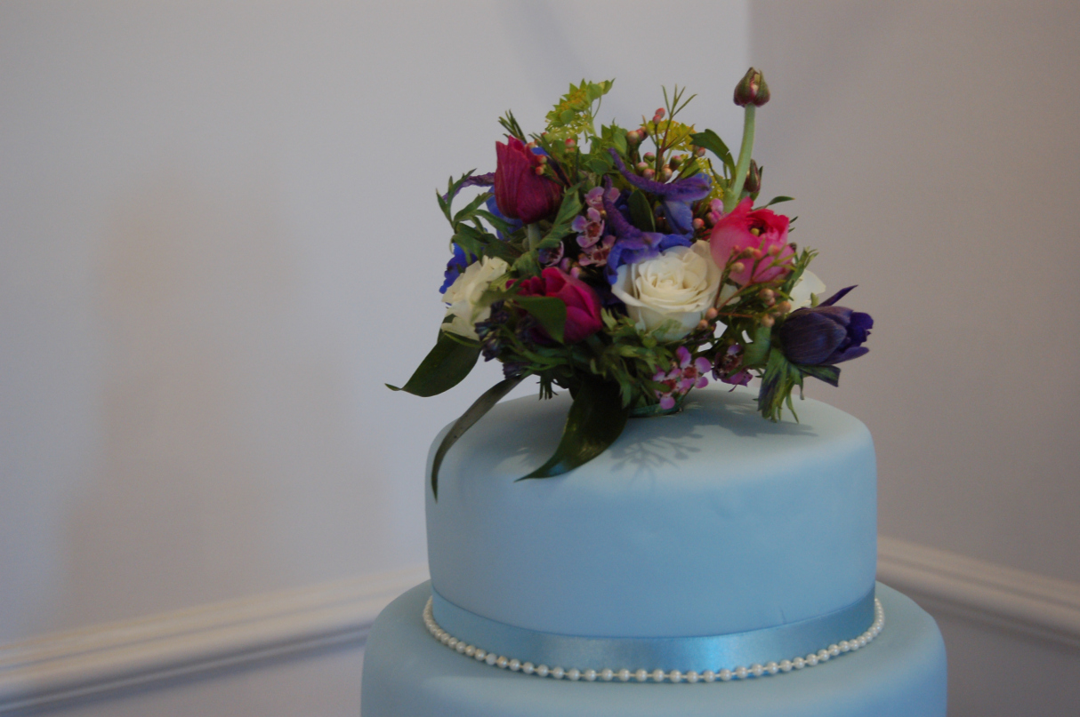Lorraine's gorgeous topper was the crowning glory to a beautiful cake